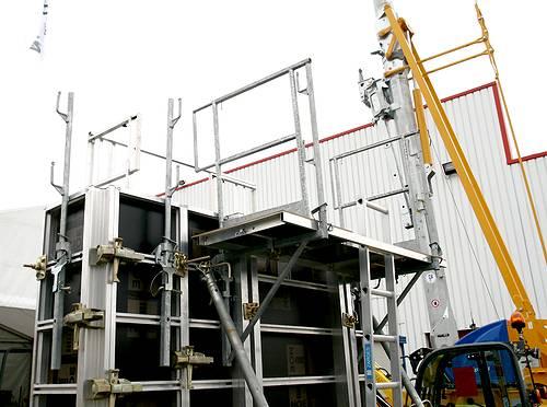 Vue d'un exemple de coffrage de la société Noe Alu à la société Tony-Mat lors de la journée portes ouvertes du 30 septembre 2014, Tony-Mat matériel btp Bretagne Morbihan 56000 Vannes.