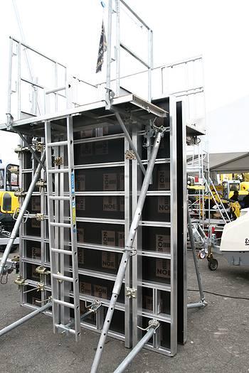 Vue d'un exemple de coffrage de la société Noe Alu à la société Tony-Mat lors de la journée portes ouvertes du 30 septembre 2014, Tony Mat matériel btp Bretagne Morbihan 56000 Vannes.