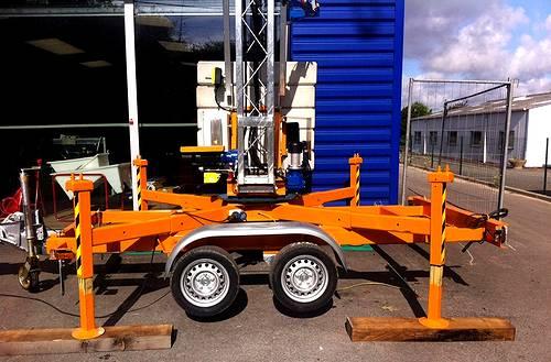 Grue à montage rapide tractable sur remorque pour les chantiers du btp Vannes Grue Mazeau Tony-Mat Vannes 56000 Morbihan Bretagne