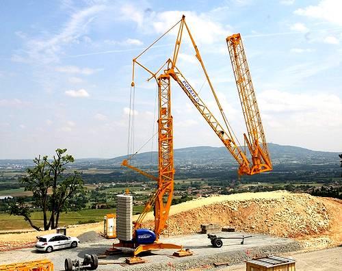 grue à montage rapide tractable sur remorque pour les chantiers du bâtiment