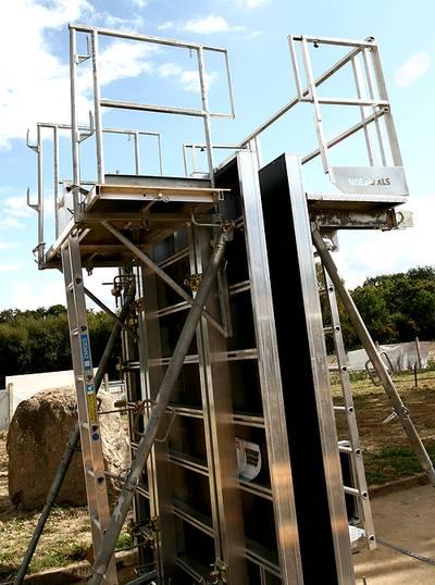 Vue d'un exemple de coffrage de la société Noe Alu dans la société Tony-Mat lors de la journée portes ouvertes du 30 septembre 2014, Tony-Mat matériel btp Bretagne Morbihan 56000 Vannes.