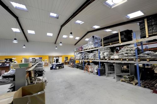 Tony-Mat, vente matériel pour le btp, autres rayonnages du magasin, 37 avenue Gontran Bienvenu, ZA du Prat, 56000 Vannes.