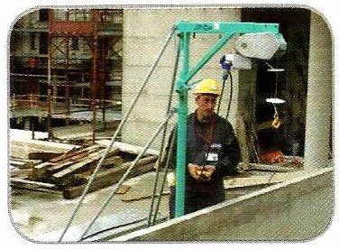 Treuil élévateur ETR 200 N de IMER d'une capacité de levage de 200 kg maximum.