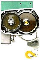Motoréducteur à bain d'huile avec engrenages hélicoïdaux en acier sur les treuils de levage IMER.