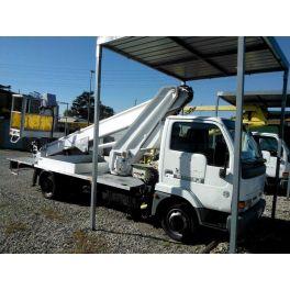 Camion nacelle élévatrice Nissan / Multitel